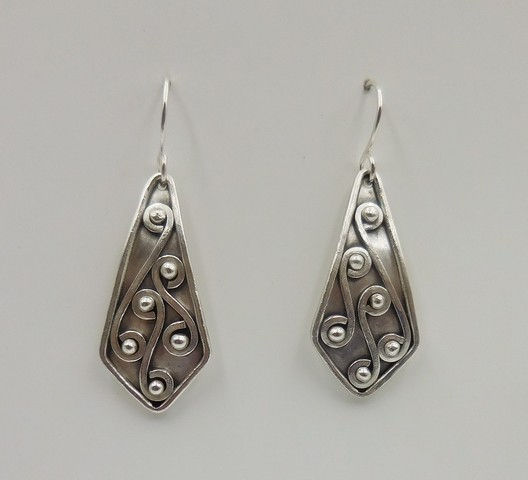 Click to view detail for DKC-940 Earrings, pointed teardrops