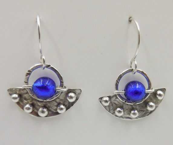 Click to view detail for DKC-941 Earrings, half round, blue MG