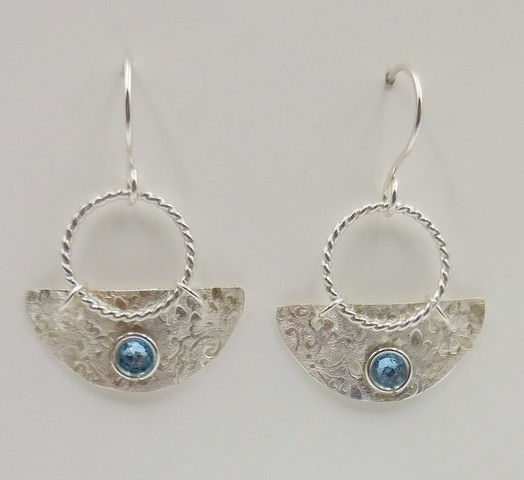 Click to view detail for DKC-945 Earrings, half circles, blue crystals $66