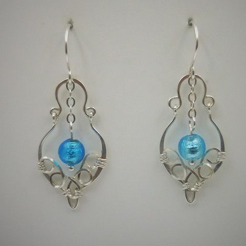 Click to view detail for DKC-981 Earrings, filigree, blue s/crystals $60