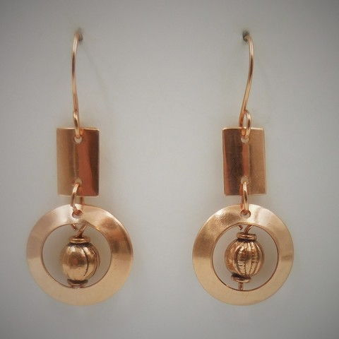 Click to view detail for DKC-985 Earrings, copper oblong/circles bali bead $60