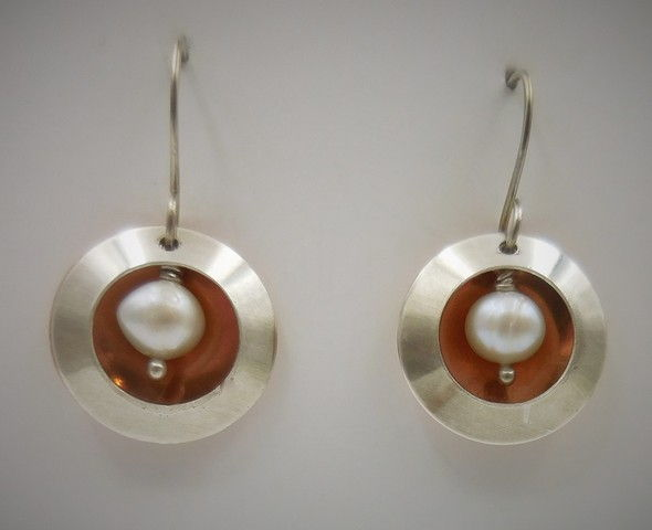 Click to view detail for DKC-987 Earrings Arg/copper double circles/pearls $60