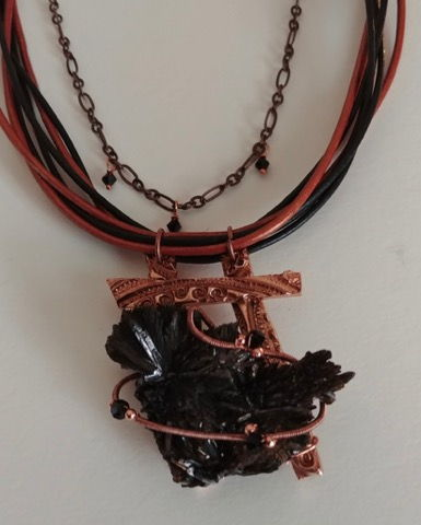 Click to view detail for DM-013 Copper Pendant Blk Crystal on Leather