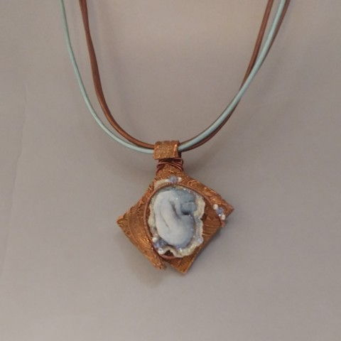 Click to view detail for DM-027 Pendant Blue Oyster Druzy