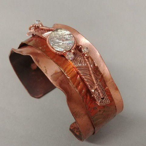 Click to view detail for DM-032 Cuff Copper & Dichroic Glass (White)