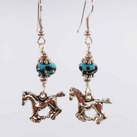 Click to view detail for DM-090 Earring Sterling Silver Horse, Blue Glass Beads $40