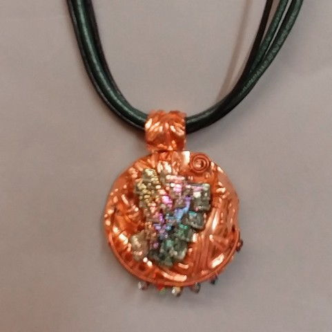Click to view detail for DM-045 Pendant Bismuth Crystal, Copper