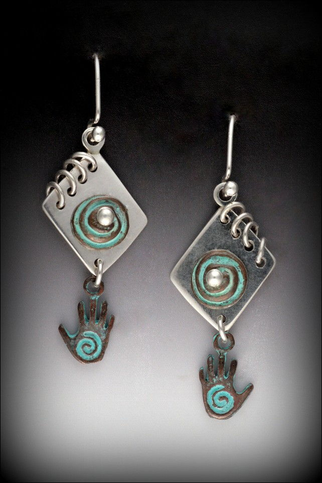 Click to view detail for MB-E279A Earrings Hearts and Hands Journal