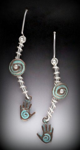 Click to view detail for MB-E279C Earrings  Hearts & Hands Tied