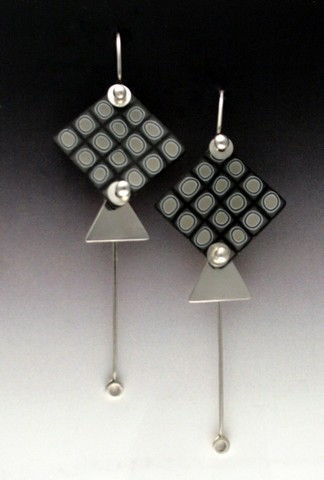 Click to view detail for MB-E372 Earrings Funky Femo