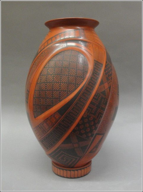 Click to view detail for GL010 Reddish Brown & Black Elegant Vase