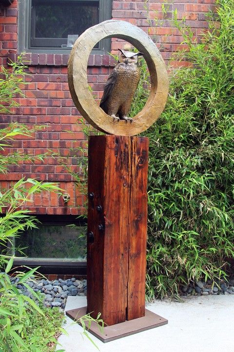 Click to view detail for FL101 Great Horned Owl 6.6 Ft. Tall $17500