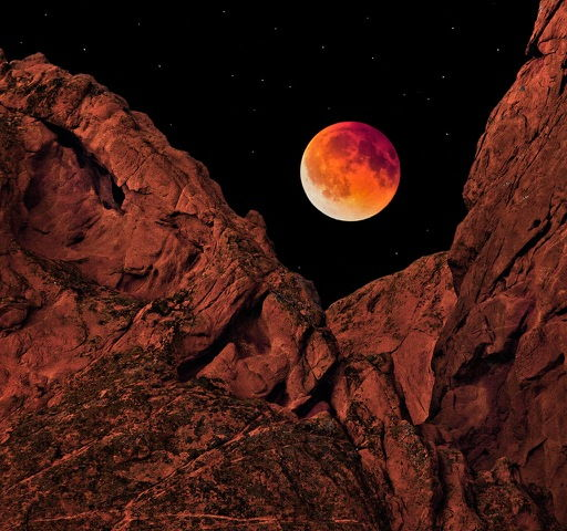 Click to view detail for Blood Moon over Garden of the Gods 13x12