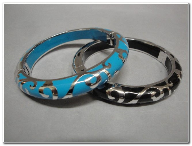 Bangle - S105S Turquoise or Black at Hunter Wolff Gallery