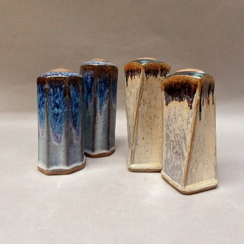 Click to view detail for Salt and Pepper Shakers in Shades of Blue